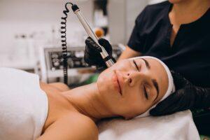 Подтяжка лица с помощью ударно-волновой терапии